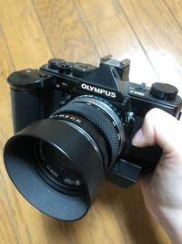 カメラのオリンパスについて質問です。 カメラについて私自身無知で 父のカメラなのですが、OM-1で調べるとまた種類多くあるようで、どれなのか全く分かりません、 使い方など調べたいのですが、このカメラの名前は何なのでしょうか…詳しい方教えてください…