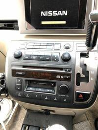 エルグランドe51前期H15年車について質問です 純正DVDナビがもう読み込まずナビが使えない状態です。  前車で使用していたカロッツェリアのHDDナビを所有しているのですが、取り付ける際にはやはりビートソニック?は必要なのでしょうか? 純正モニターでDVD、TVなどが見れるとベストです。  取り付ける際に必要な部品など教えていただけると助かります。 2dinパネルは用意してあります。