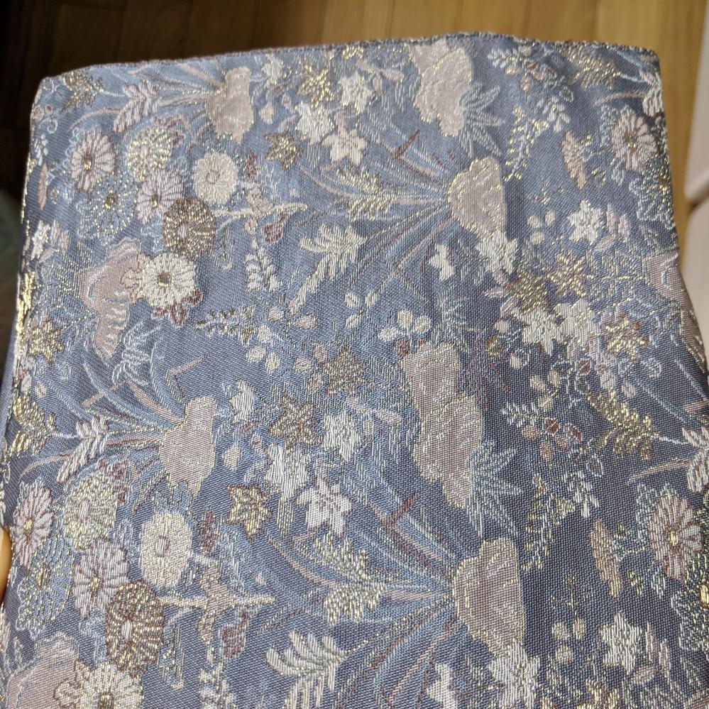 骨董市で一目惚れして購入した着物の帯なのですが、こちらはどのような種類の帯になりますか? 長さは3メートル20cm程度で裏地がついてます。 また、合わせる着物の種類を教えて頂けないでし ょうか。