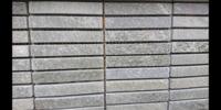 外壁タイルの目地が埋まっていないです。  門柱の一部にタイルをデザインのために使いました。 ただ、目地が埋まっておらず、タイルをつないでいる裏側の網目のようなものが見えており、そこ から接着剤も見え...