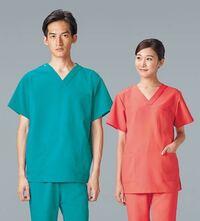 看護師の方や医療に関するお仕事をされている方にお聞きしたいです 自分は看護師になりたいと思っているのですが、看護師さんはどのような服装をされているのでしょうか? 個人的に画像のような服装に憧れていま...