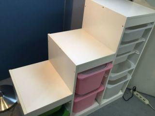 急いでます 私はずっと前からIKEAで買った階段収納みたいなのを使ってます。今は白とピンクですが全部白にしたいです。 このBOXだけを通販で買う事は可能ですか? もし買えるならどう調べ れば...