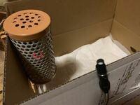 ペット用保温電球は、このようにダンボールに直接触れていたら火事になってしまいますか?