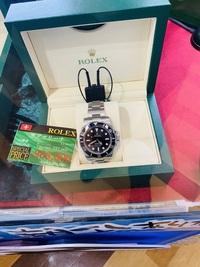時計初心者ですがロレックスに憧れます。 手に入れるなら若いうちからがいいなと思います。  このロレックスのサブマリーナノンデイトお得でしょうか??