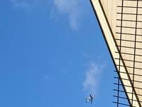 羽田空港新ルートで毎日17:30ころ、フライトレーダーのアプリにも表示されない飛行機が羽田空港方向に飛んでいきます。 一体何の飛行機でしょうか。 撮影場所は品川駅付近です。 よろしくお願いいたします。 ※...