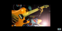 このギターのモデル名を教えてください。 https://youtu.be/XygUrPSrZ8Y