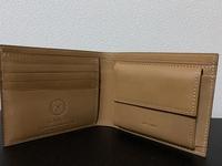 ガンゾの二つ折り財布です。maid in Japanの刻印が小銭入れの所に有りますが偽物ですか?どの画像を見てもカード入れの方に刻印されています。知人から安く譲って貰ったので心配です。