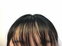 前髪だけ油っぽくなります 前髪だけ異常に油っぽくなります。 仕事をしていて昼前にはかなり油っぽくなり割れてきます。  とても気にしていて、 前髪だけシャンプー2回 →これでもかと言うくらいよく洗い流す →ス...