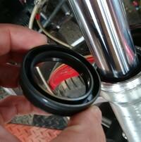 バイクのフォークのオイルシールの向きがわからないのですがわかるかたいますか?