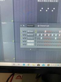 FL Studioについてです。初心者です。 チャンネルラック?をミキサー?に割り振るときの 番号が消えてしまっています。(画像の通り) わかる方いましたら、教えてください。 お願いします