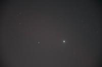 今夜の南の空のひときわ明るい2つの星ですが、木星と土星で合ってるでしょうか?右が木星だと思うんですが。
