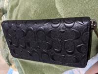 このラウンドファスナーの財布はダサイですか?