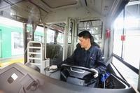 飛散防止対策で運転席に急場でビニールカーテンを拵えてるけど、何で日本のバスメーカーは海外のバスみたいに、最初から運転席と通路の間に壁をつけたバスを発売しないの?
