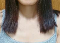 毛先、バッツリ過ぎやしませんか? 美容院で鎖骨辺りまでカットしてもらったのですが、最後は綺麗にブローされていて確認のときには分からなかったのですが自分でシャンプーして乾かして真っ直ぐになったら毛先がバッツリですごく変な気がします。  というか変です。  私はすごく多毛で毛が硬いので綺麗にカットするのが難しいのでしょうか?  何もしなくても内巻きにカールしても気が付くと嫌いな外ハネになっていて...