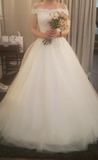 このドレスのスカート二枚目にスパンコール入れるのは合いますか?