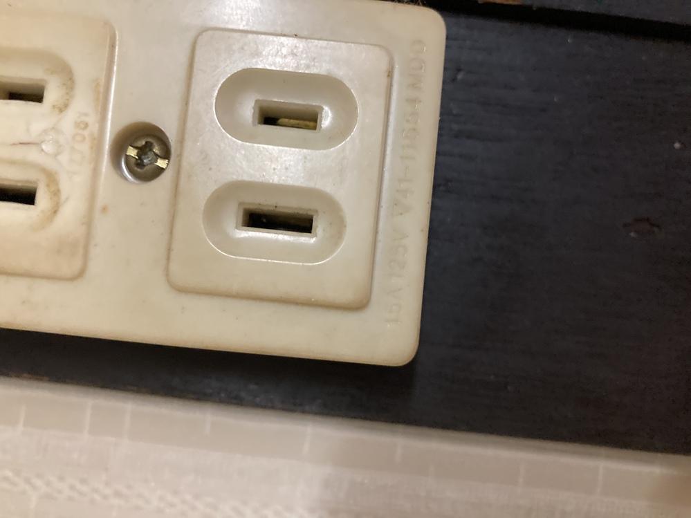 電力の容量はコンセントに書いてある数字がそうですか? またコンセントごとに容量があるのですか? 15A125Vと書いてあるやつはどのくらいの容量ですか? 家にあるコンセント全部の容量が書 いてある数字なのですか?