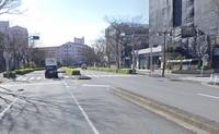 画像の交差点を右折する際に赤信号だった場合、右折車も停止すべきですよね?