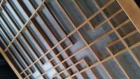 昭和初期から中期ぐらいに作られたって聞いたんですけど家の引き戸に使われてたガラスって売れますか?日本製です。