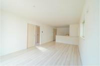 新築住宅「マンション」の部屋で砂や土がついたスニーカーを履いたまま、歩いたらどうなりますか