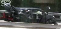 今朝の首都高湾岸線の事故で、後ろから追突された国産車から 同乗者の女性が投げ出されたそうですが シートベルトをしていなかったのでしょうか? それとも、後部からこの衝撃で衝突されるとFF車のモノコック...