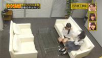 ソファーに座ってる2人は誰ですか?