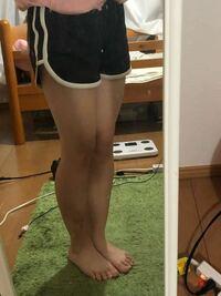 このズボンで外出はラフ過ぎますか? 友達とショッピングモールに行きます。中二女子です。  上はadidasの白Tシャツにします。  男が好きなズボンらしいですねw  あと、足太いですか?