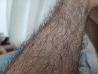 このすね毛濃いですか?