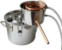 精油(エッセンシャルオイル)抽出についての質問です。私は今高校の課題研究でオリジナルフレグランスの開発をしており、この間ドクダミから精油を抽出しようと思ったのですがあまり上手くいきま せんでした。抽出方法は蒸留機の鍋のなかにドクダミ(500g)と水(1.2L)を入れて蒸らし、蒸気を冷却して精油とフローラルウォーターを取り出すという方法です。フローラルウォーターは問題なく取り出せたのですが、そ...