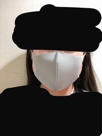 至急お願いします! ピッタマスクを付けると、丸顔なのでエラがはみ出てしまいます。このままでは不自然ですか? ちなみにサイズはレギュラーサイズです。
