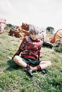 young foreverのアルバムでsugaが着ている、このセーターはどこのブランドでしょうか? バンタン 防弾少年団 bts