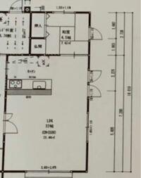 キッチンとダイニングテーブル間の通路幅について LDKの横幅が図面上5005となっており、キッチンを2700、テーブルを120cmの物にしようと考えています。 キッチンとダイニングテーブルをくっ付けた横並びにするの...