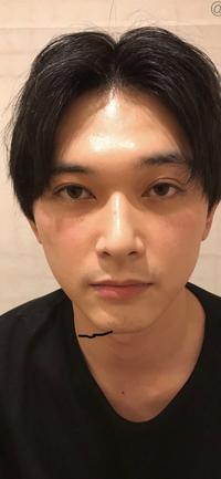 吉沢亮さんが顔面国宝って本当ですか? どう見てもそこらにいそうな顔ですよね?  これが顔面国宝だったらHYDEの全盛期とかタッキー、岡田将生はどうなってしまうのですか??