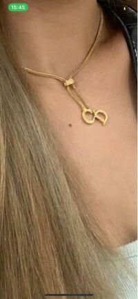 このネックレスの商品名が知りたいです!
