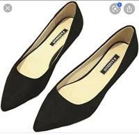試験監督のバイトを初めてやるのですが、ビジネスシューズ着用と言われて写真にあるような靴はビジネスシューズといえますか。