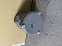 この写真の排水管継手に繋ぎたいのですが、メーカー名など見当たらずに どのようなアダプターが必要なのか分かりません。 どなたかご存じの方いらっしゃいますでしょうか?