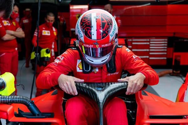 なぜ最近のF1ドライバーはこんなゴツいTバックを履いてるのですか? 下半身の保護により少子化をなくそうということでしょうか?