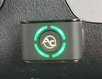 車内に後付けで設置されたこのボタンは何のボタンでしょうか?