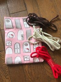 この巾着袋に合う紐の色は何色だと思いますか?