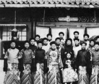 この画像は中国の宦官を写したものですが、この写真の一番前で座ってる人は西太后ですか?