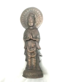 こちらの仏像を頂いたのですが、如来像なのか菩薩像なのか下さった方もわからないそうです。 大切にお祀りしたいので、ご存知の方教えて頂けますでしょうか。