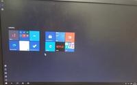 Windows10のデスクトップ型PCのデスクトップ画面が添付ファイルのような状態になってしまったと相談を受けたのですが、どうすれば元に戻せますでしょうか?