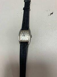 遺品整理のお客様からOMEGA(オメガ)の腕時計を買取して欲しいと頼まれました。 ただ、わたしには見分けが分かりません。 どなたか詳しい方いらっしゃいましたら教えていただけませんでしょうか。