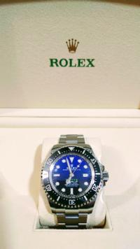 ロレックス この腕時計を購入したいですが カッコイイと思いますか?  文字盤の色味が気に入りました あまり腕時計には詳しくないのですが どこの時計屋さんで購入すれば良いのでしょうかロレックスの専門店がやはり良いのでしょうか? このような腕時計をみ皆様はどこで購入されてますか? よろしくお願いします