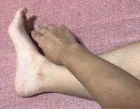 日焼けした肌(腕の色)を、元に戻す(足首より下の色)ことって出来ますか?