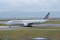 今の日本で、全日空や、日本航空みたいなフルキャリアサービスの航空会社って作れるのでしょうか。金があれば。 最近日本で誕生している航空会社は、peachなど格安航空だらけで、普通の航空会社はないような気がしますが。