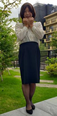 またまた自己流の女装です。年甲斐もなくぶりっ子ポーズをしてみました。評価をお願いします。