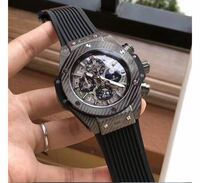 ネットサーフィンしていて見つけたのですが、 この時計はウブロのなんと言う時計でしょうか。 デザインが良かったので買いたいです!