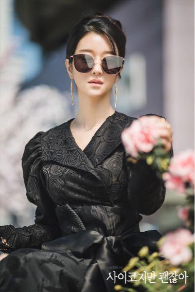 サイコだけど大丈夫 ソイェジのファッションについてですが、この時のブラックドレスってどこのブランドか分かりますか?
