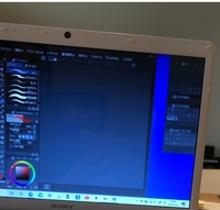 クリスタ CLIP STUDIO  クリスタを使っていたら、突然右にあるナビゲーターの部分が分離してしまいました 画面を最小化するボタンはありますが、消去するボタンは消えてしまいました どうしたら直りますか?