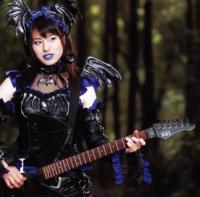 ハーフのホラン千秋さんが純日本人顔の女優さんより売れないのはどうしてですか?